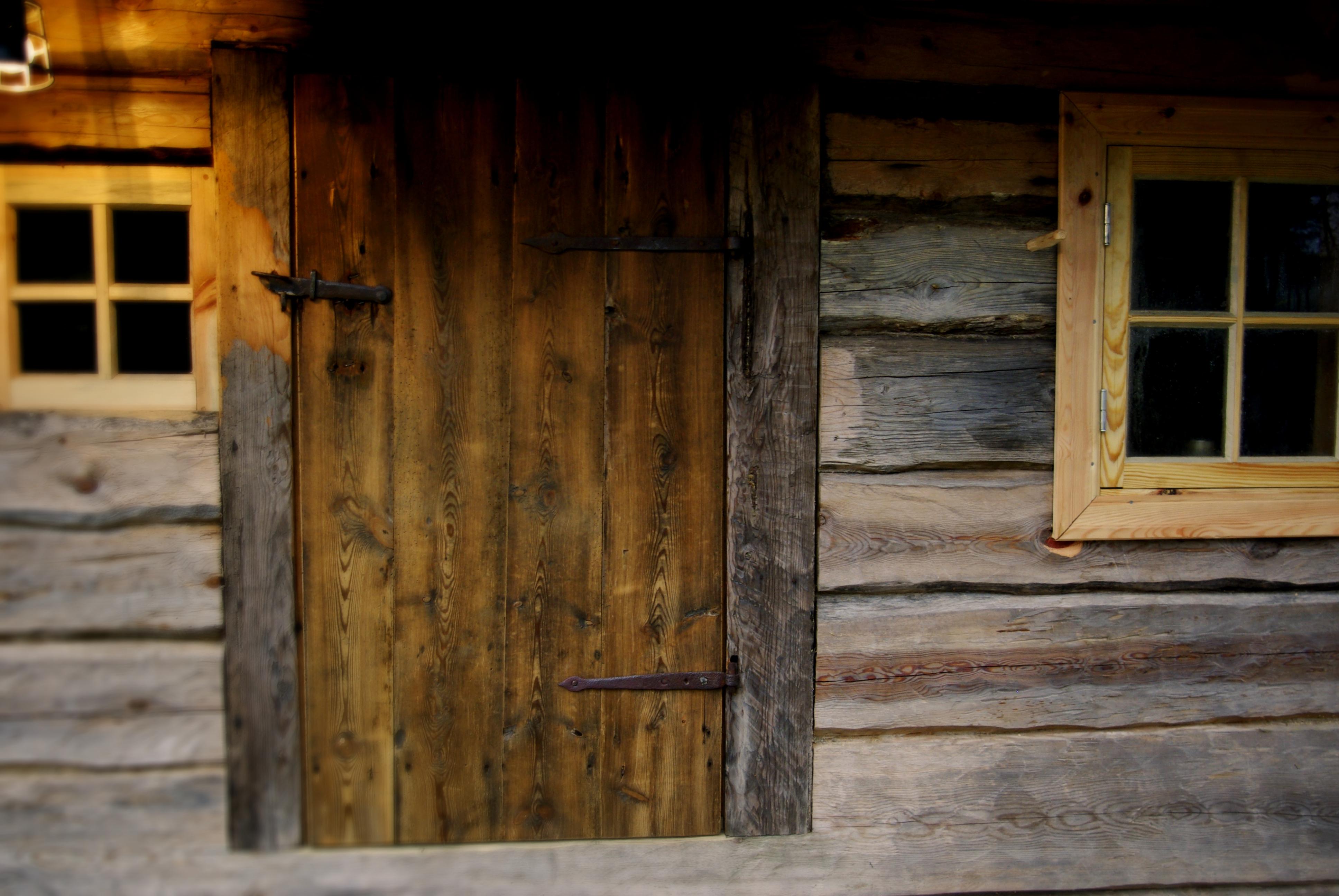 suitsusaun, uks, palksaun, eesti traditsioonid, eesti ajalugu, traditsiooniline käsitöö