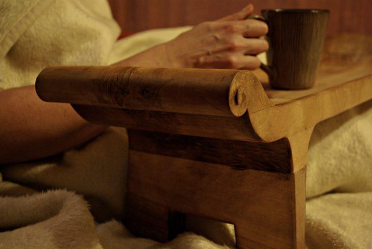 diivanilaud, tassialus, käsitöö, puitdisain, serveerimislaud