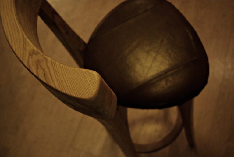 baaritool, puidust tool, käsitöö, baaripukk, puitdisain