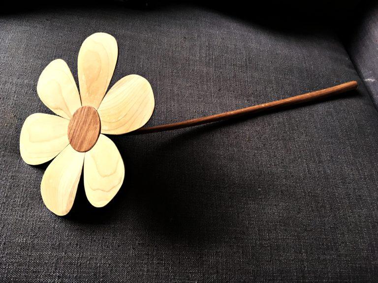 käsitöö, eesti traditisooniline käsitöö, puitdisain, lill, karikakar, puidust lill